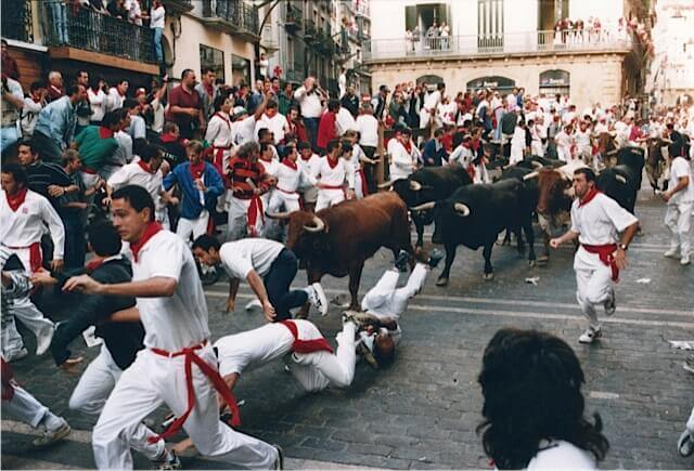 Running-of-the-Bulls-Pamplona-Spain (1)
